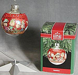 Peanuts Glass Ball Hallmark Ornament (Image1)