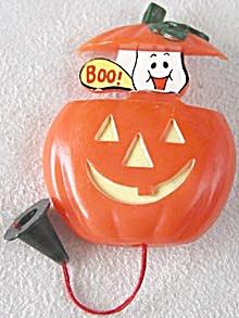 Vintage Halloween Plastic Pumpkin (Boo) Pull Brooch Pin (Image1)