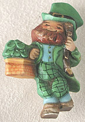 Vintage Leprechaun w/ basket of shamrocks Pin Rare (Image1)