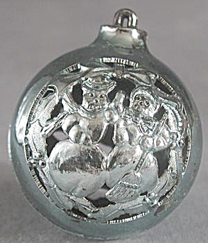 Vintage Plastic Cutout Ball Christmas Ornaments (Image1)