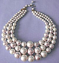 50's Lavender Faux Pearl Necklace
