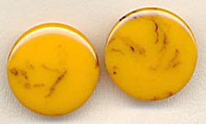 Vintage Bakelite Clip Earrings (Image1)