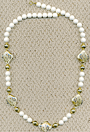 White & Gold Necklace (Image1)