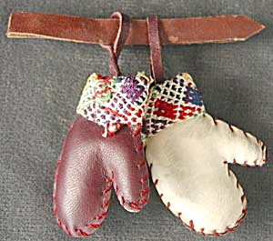 Vintage Leather Mitten Pin (Image1)