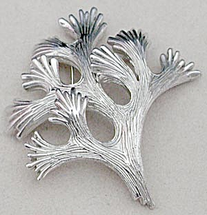 Vintage Trifari Coral Branch Pin (Image1)