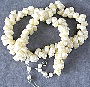 Vintage Pearlescent Seashell Necklace (Image1)