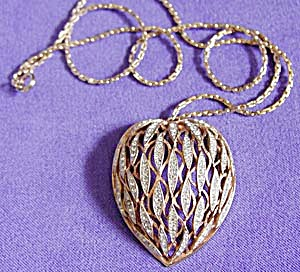Vintage Lacy Heart Shaped Necklace (Image1)