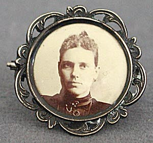 Victorian Photo Brooch or Pin of a Lady (Image1)