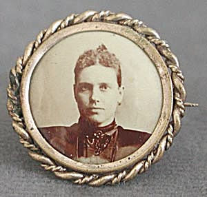 Antique Photo Brooch or Pin of a Lady (Image1)