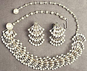 Vintage Segmented Faux Pearl & Rhine Demi Parure (Image1)