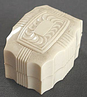 Vintage Rectangle Cream Celluloid Ring Box (Image1)