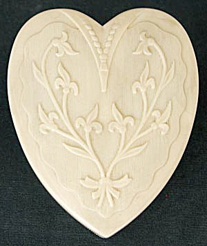 Vintage Coro Heart Shaped Jewelry Box (Image1)