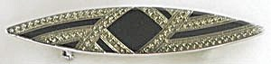 Pointed Oval Black & Gold Pin (Image1)