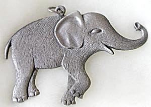 Pewter Baby Elephant Pendant (Image1)