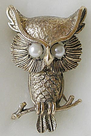 Vintage Pearly Eyed Owl Pin (Image1)
