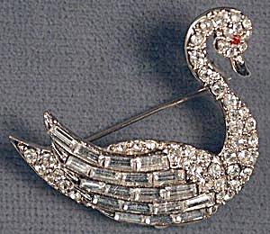 Rhinestone Swan Pin (Image1)