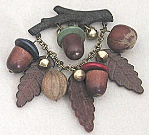 Vintage Wooden Acorn Pin (Image1)