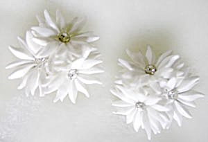 Vintage Plastic White Plastic Flower Earrings (Image1)
