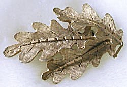Vintage 3 Oak Leaf Pin (Image1)