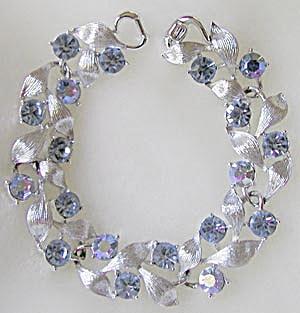 Vintage Lisner Blue Bracelet (Image1)