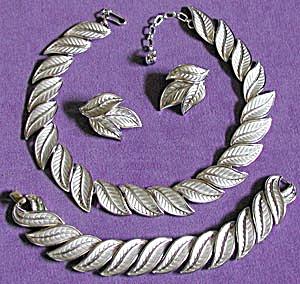 Vintage Trifari Silvertone Leaf Demi Parure (Image1)