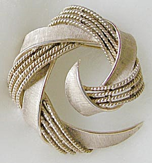 Vintage Trifari Open Circle Pin (Image1)