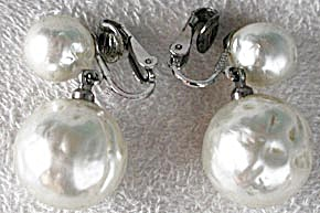 Vintage Richelieu Faux Pearl Earrings (Image1)