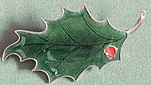 Vintage Enamel Dark Green Holly Leaf Christmas Pin (Image1)