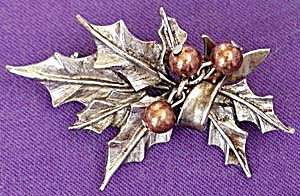 Vintage Art Christmas Holly Pin with Movable Berries (Image1)