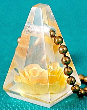 Vintage Acrylic Rose Key Chain (Image1)