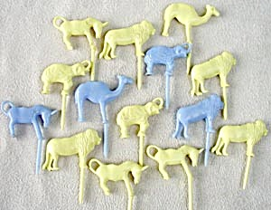 Vintage Zoo Birthday Cake Candle Holders (Image1)