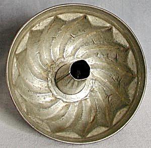 Vintage Tin Cake or Jello Mold (Image1)