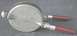 Scandinavian Krumkake Iron Nordic Ware (Image1)