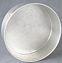Vintage Cake Pans Set of 2 (Image1)