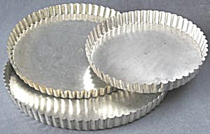 Vintage Fluted French Tart Pans Set of 3 (Image1)