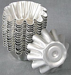 Vintage Aluminum Fancy Jello Molds Set of 16 (Image1)