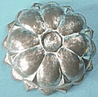 Vintage Tin Flower Cake Pan Or Mold