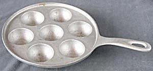Vintage Cast Aluminum 7  Egg Poaching Pan (Image1)