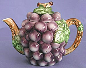 Vintage Grape and Vine Teapot (Image1)