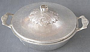 Vintage Hammered Aluminum Casserole Holder with Lid (Image1)