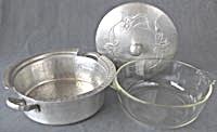 Vintage Hammered Aluminum Casserole Holder with Lid (Image1)