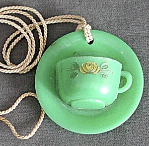 Vintage Green Teacup & Saucer Shade Pull (Image1)