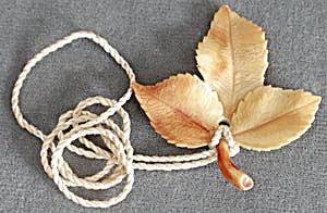 Vintage Autumn Leaf Shade Pull (Image1)