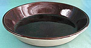 """Monmouth Pottery 9 1/2"""" Pie Plate (Image1)"""
