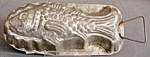Vintage Metal Fish Mold (Image1)