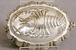 Vintage Metal Lobster Mold (Image1)