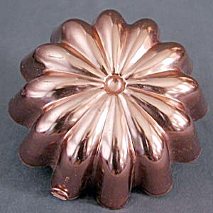 Vintage Aluminum Copper Colored Fluted Mold (Image1)