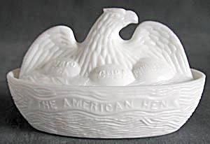 "Vintage Milk Glass ""The American Hen"" (Image1)"