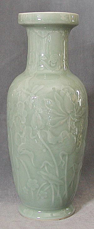 Dragonfly and Water Lilies Vase (Image1)