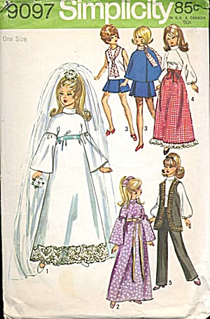 Simplicity 1970 Bride & Wardrobe Doll Pattern (Image1)